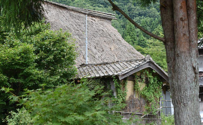 滋賀県奥琵琶湖からマキノ在原集落へ。茅葺屋根の住宅に今も住む人々